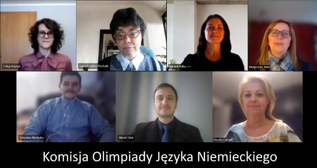 Członkowie komisji, germaniści z UO pytali finalistów zdalnie.