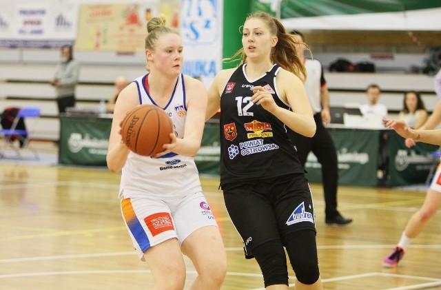 Koszykarki Ostrovii (czarne stroje) awansowały do Tauron Basket Ligi Kobiet