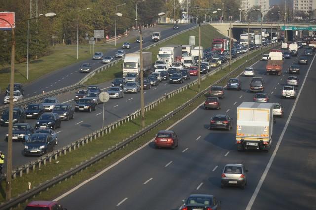 Jednym z najbardziej obciążonych ruchem odcinków polskich dróg jest droga ekspresowa S86 między Sosnowcem i Katowicami. Kroku dorównuje jej autostrada A4 w Katowicach. Zobacz kolejne zdjęcia. Przesuwaj zdjęcia w prawo - naciśnij strzałkę lub przycisk NASTĘPNE