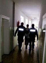 Próba kradzieży skarbony z kościoła w Lidzbarku Warm. Braci, którzy chcieli ukraść datki, zamknęła w świątyni zakonnica. Wezwala policję