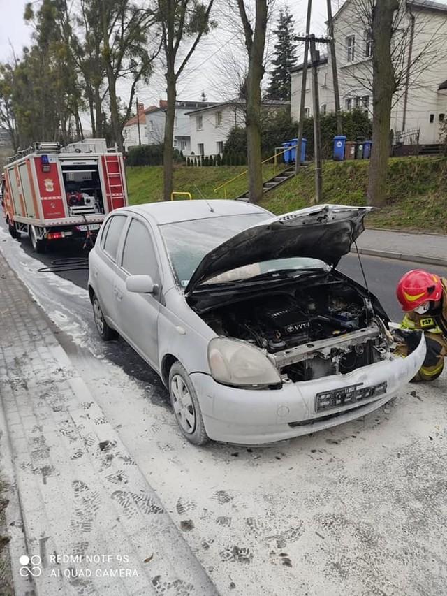 Przy ul. Toruńskiej w Chełmnie w ogniu stanął samochód