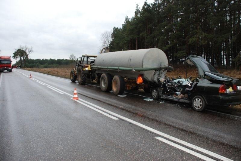 Bogusze - kierowca zginął na miejscu.