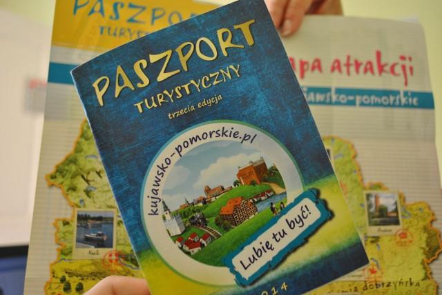 Oto Twój dziennik z podróży, a w tle mapa z atrakcjami regionu. Taki paszport możesz dostać w informacji turystycznej na Placu Wolności w Żninie