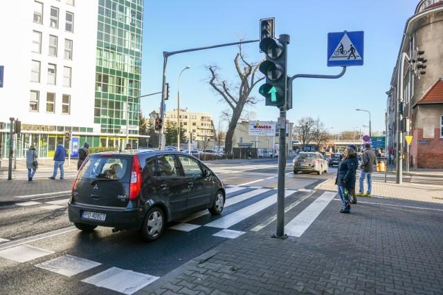Mieszkańcy Jeżyc skarżą się, że przy ul. Poznańskiej nie czują się bezpiecznie z powodu nadmiernej prędkości rozwijanej przez część jadących kierowców.