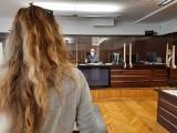 Opole. Fortuna po zmarłym krewnym zaprowadziła rodzinę przed sąd. Oskarżoną jest siostrzenica, mieszkanka powiatu prudnickiego