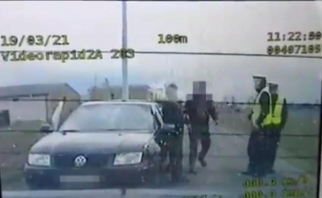 Policjanci zatrzymali pod Środą Wielkopolską 36-latkę. Kobieta prowadziła samochód pod wpływem alkoholu, nie miała prawa jazdy. Tłumaczyła, że uczy się jeździć