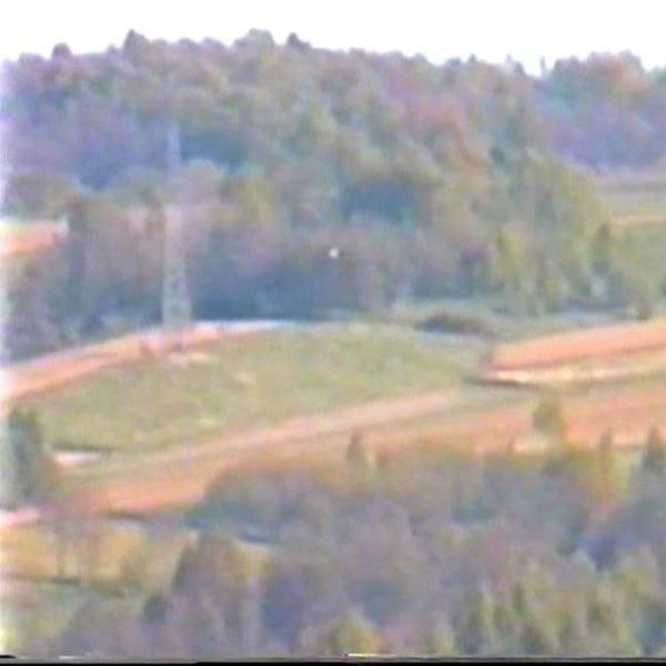 Dziwny obiekt nad polami. Widziany z Rzeszowa w kierunku na Zalesie.