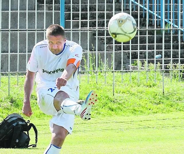 Artur Andruszczak w sobotę po raz ostatni zagrał w barwach Stilonu. Specjalnie z tej okazji założył opaskę kapitana.