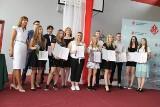 """Zakończenie roku w """"Szkole na Górce"""" w Opatowie. Ponad setka wyróżnionych uczniów (ZDJĘCIA)"""