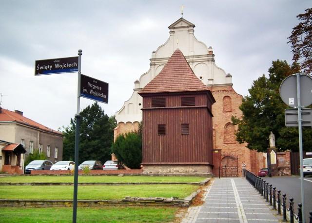 Parafia św. Wojciecha uchodzi za prestiżową. Może pochwalić się zabytkowym kościołem oraz kryptą zasłużonych