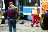 Pracownik MPK wpadł pod tramwaj. Pojazd ciągnął go kilkanaście metrów