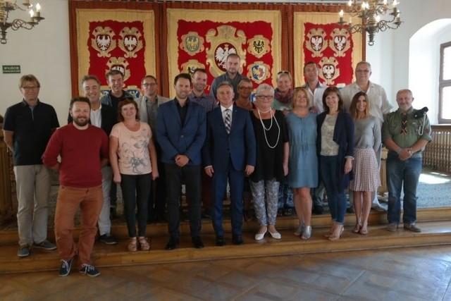Podczas oceniania brzeskiego projektu specjaliści współpracujący z Rzecznikiem Praw Dziecka odwiedzili Brzeg i spotkali się z przedstawicielami stowarzyszeń, fundacji i instytucji działających na rzecz dzieci i młodzieży.