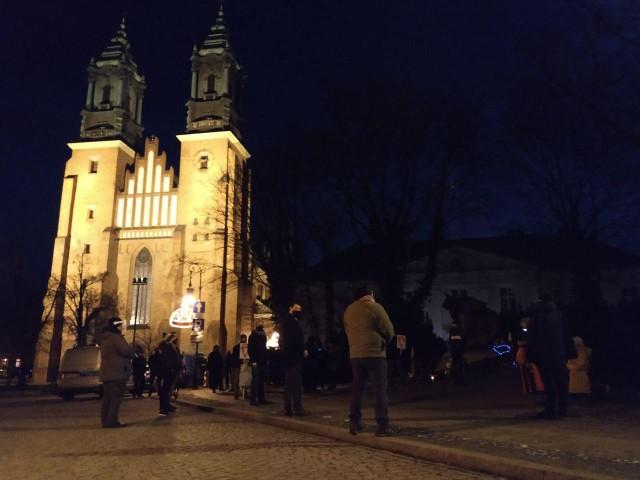 Spotkanie zakończyło się modlitwą różańcową przy pomniku Jana Pawła II na Ostrowie Tumskim
