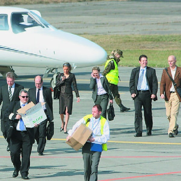 Wczoraj do Bydgoszczy przyleciał Roman Himmler (w drugim rzędzie, pierwszy z lewej), prezes koncernu Meinl, który do połowy roku ma objąć 49 procent akcji w Porcie Lotniczym Bydgoszcz