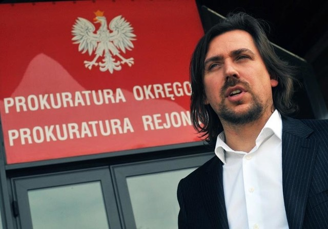 Poseł Tomasz Kaczmarek zasłynął jako agent Tomek z CBA, który wręczył posłance PO Beacie Sawickiej  kilkadziesiąt tys. zł łapówki. Sąd uniewinnił kobietę, uznając że CBA prowadziło te operację nielegalnie.