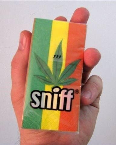 """Najbardziej """"kontrowersyjnym"""" produktem są… chusteczki higieniczne z symbolem marihuany."""