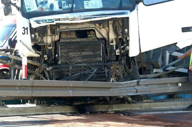 Wypadek, w którym uczestniczył m.in. tir, wydarzył się w czwartek, 16 września, w Kończycach (powiat świecki)