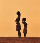 Dlaczego jestem taka sama jak moja matka? O wzorcach i traumach przekazywanych z pokolenia na pokolenie