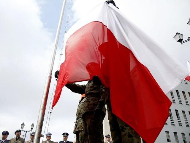 Dzień Flagi RP - uroczyste wciągnięcie flagi na maszt w 2011 roku