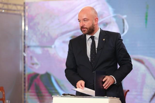 Prezydent Wrocławia Jacek Sutryk (na zdjęciu) otrzymał maila z pogróżkami.