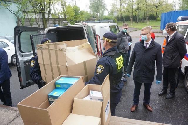 Środki ochrony trafiły do częstochowskiego pogotowia ratunkowego, szpitala i Straży Miejskiej Zobacz kolejne zdjęcia. Przesuwaj zdjęcia w prawo - naciśnij strzałkę lub przycisk NASTĘPNE