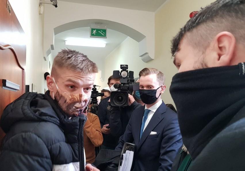 Odszkodowanie dla Tomasza Komendy. Wyrok sądu w Opolu za niesłuszne skazanie Komendy za zabójstwo i 18 lat spędzone w więzieniu