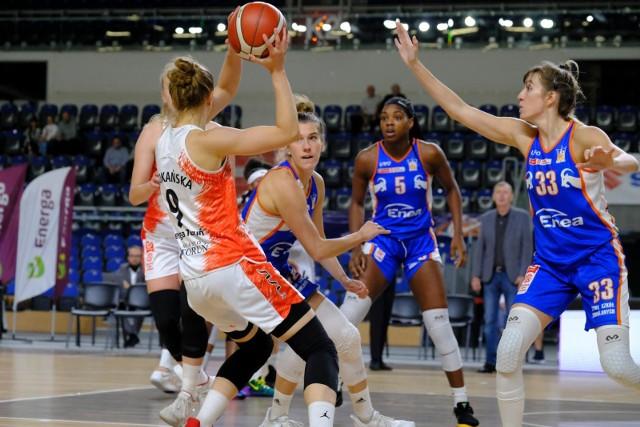 Joavana Popović (nr 33) i jej koleżanki z Enei AZS Poznań rozpoczęły ten sezon nadspodziewanie dobrze