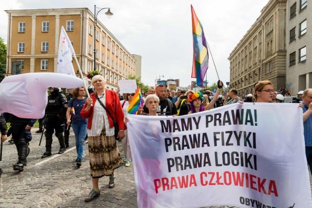 Poniedziałkowy protest to odpowiedź na zatrzymania aktywistek i zachowanie policji wobec osób LGBT.