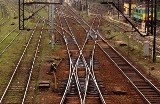 Nastolatek wpadł pod pociąg na Podolanach - nie żyje