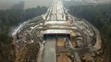 Koniec gierkówki! Drogowcy zajęli się budową autostrady A1 w miejscu legendarnej trasy. Dawnego asfaltu już nie ma