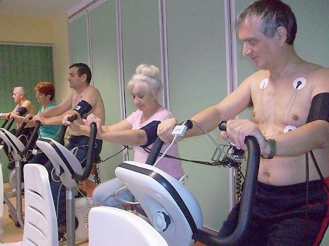 Pacjenci w nowej sali treningu kardiologicznego