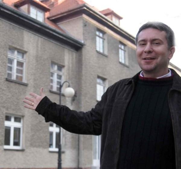 - Przy ul. Piramowicza 22 będzie teraz siedziba większości wydziałów - mówi Andrzej Kopacki.