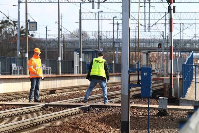 Wypadek na torach. Kobieta wpadła pod pociąg na Brochowie. Zdjęcie ilustracyjne