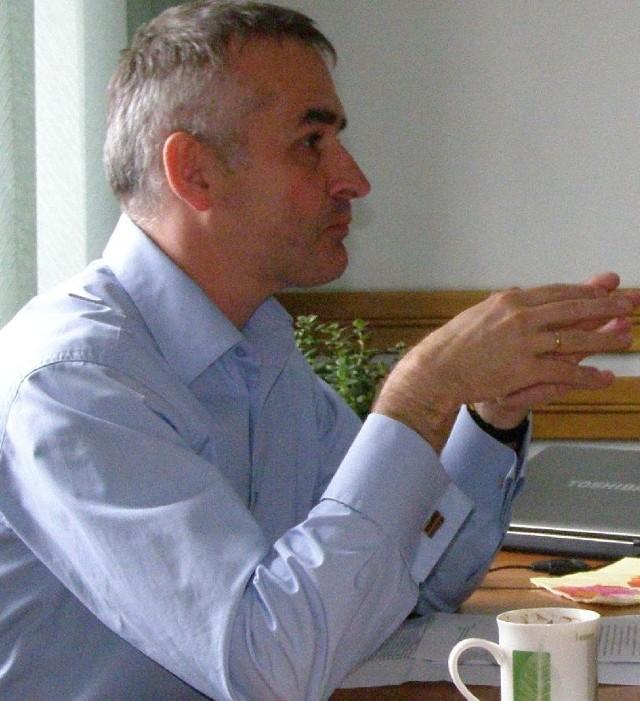 - Radny powinien dbać o to, aby lecznica w jego powiecie miała jak najlepszy kontrakt - twierdzi Michał Michalak.
