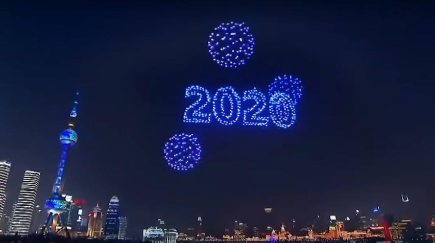 Pokaz dronów w sylwestra w Łodzi nie był jedynym. Zobacz pokaz dronów w Szanghaju na powitanie 2020 roku. Film