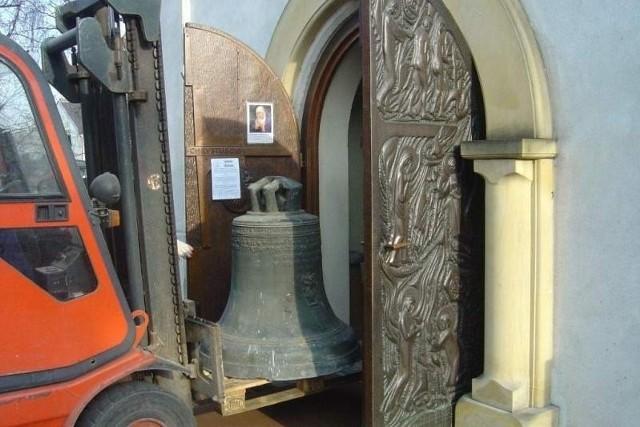 Dzwon Świętego Michała wjeżdża do Olesna.