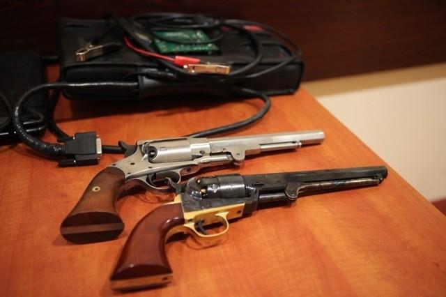 Na wniosek Prokuratury Okręgowej w Poznaniu wobec trzech podejrzanych sąd zastosował 3-miesięczny areszt. W dwóch przypadkach podejrzani zostali objęci dozorem policyjnym, wobec trzech zastosowano poręczenia majątkowe na łączną kwotę ponad 30 tysięcy złotych.Policjanci zabezpieczyli dwie jednostki broni palnej i odzyskali kilka samochodów pochodzących z kradzieży (m.in. marki BMW X5) oraz sprzęt służący do legalizacji skradzionych pojazdów.