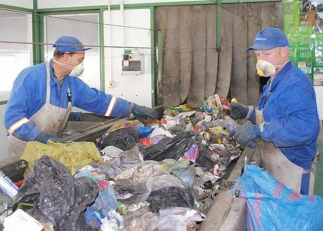Przypomnijmy, że również w innych gminach z powiatu, które ostatnio rozstrzygały takie przetargi, wzrosły koszty wywozu śmieci.