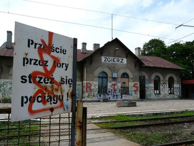 Tak dworzec w Zgierzu wyglądał 12 lat temu... Aż strach było tam chodzić!