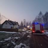 Baciuty-Kolonia. Pożar sadzy w przewodzie kominowym. Strażacy uratowali dom (zdjęcia)