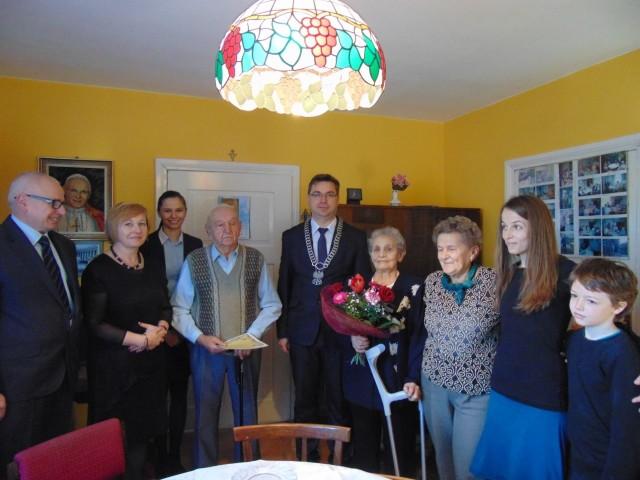 Jubilatów - Marię i Jana Klosków  z Gostycyna w  65 rocznicę ślubu odwiedziła nie tylko  rodzina, ale i delegacja z urzędu gminy.