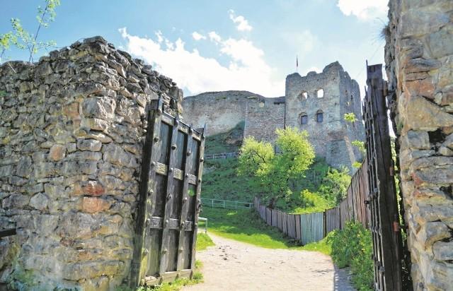 Obecnie pilnego remontu potrzebuje północny mur przy bramie wjazdowej do zamku w Czorsztynie