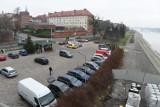 Toruń. Decyzja w sprawie przyszłości parkingu przy Bulwarze jest niezgodna z prawem? Tak uważa wojewoda