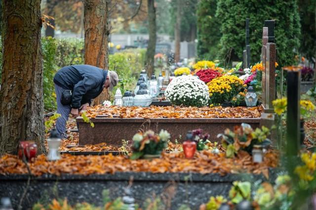 Cmentarze znów są otwarte