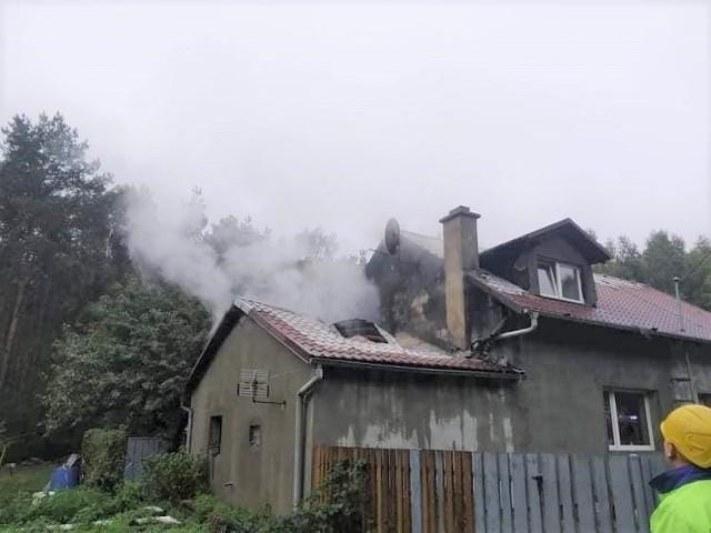 Zniszczona została duża część dachu i poddasze domu jednorodzinnego w Szkocji