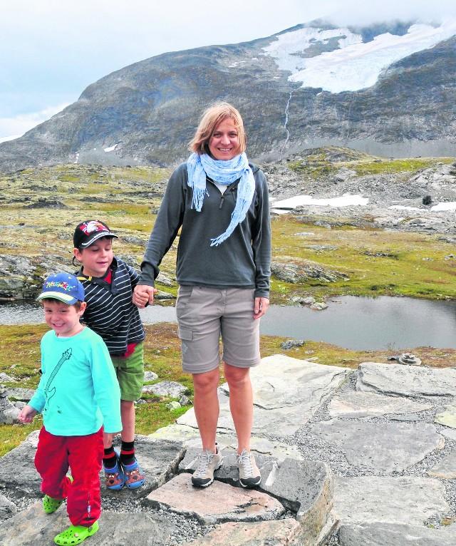 Olga Morawska na wyprawie w Norwegii z synami Ignacym i Gustawem. Dzieci wychowuje sama