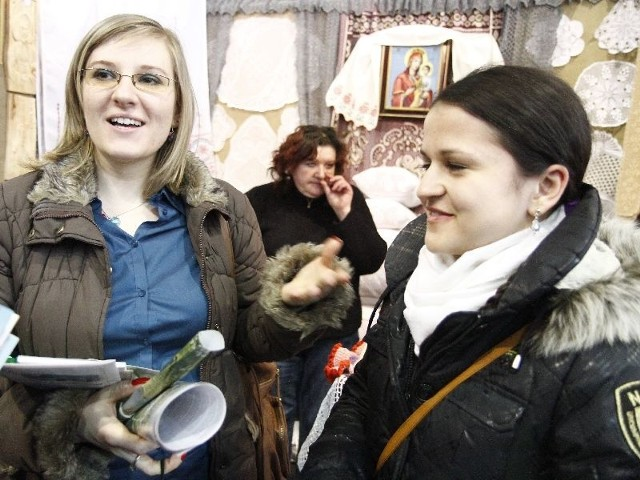 Agnieszka Banaszak i Anna Białobrzeska (z prawej) w piątek przyszły na Podlaskie Targi Turystyczne