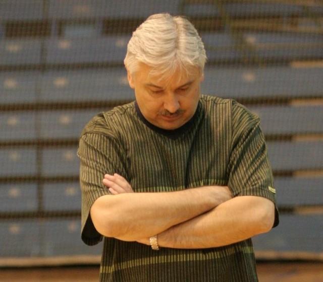Andrej Podkovyrov został pierwszym trenerem Energi Czarnych w maju. To były miłe złego początki.