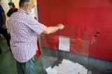 Wybory prezydenckie 2020. Pijany przewodniczący w komisji w Toruniu. PKW informuje o przebiegu wyborów