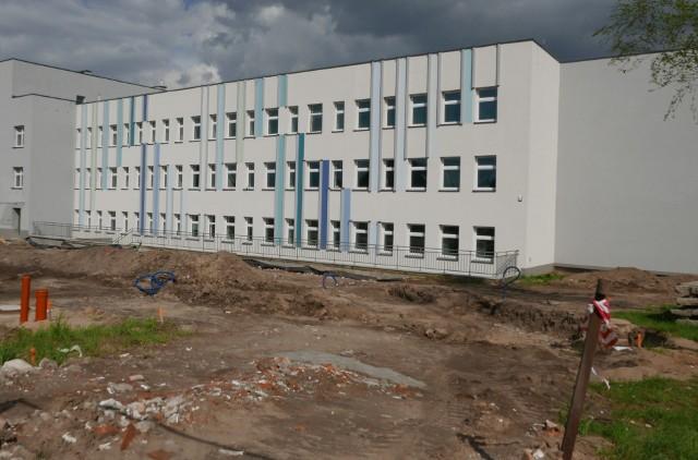 To tu będzie się znajdował żniński ZOL. Właśnie trwają prace m.in. przy budowie parkingu od strony ul.. Dąbrowskiego.